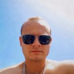 Парень ищет сексуальную девушку в Иванове для секса